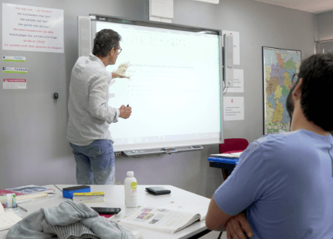 Professor Hermann dando aula